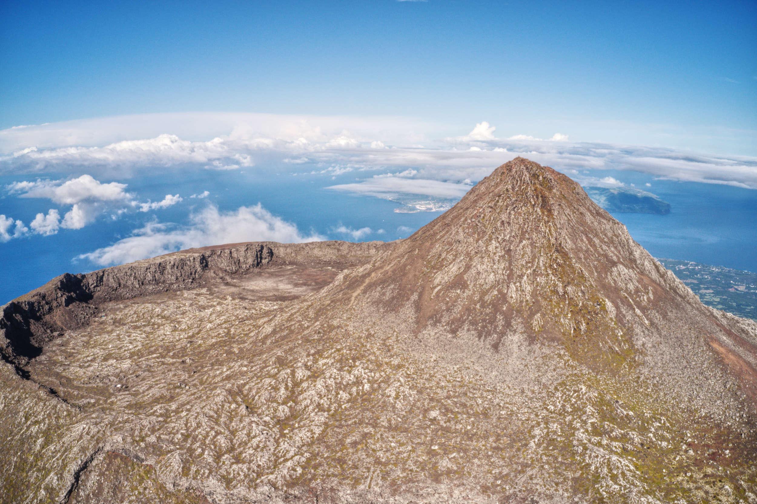 La caldeira du Volcan Pico dans l'archipel des Açores